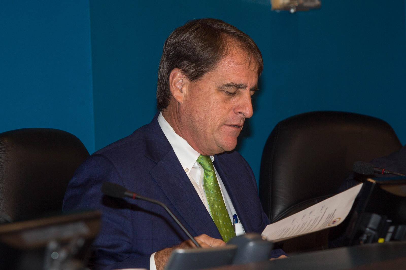 "Fort Lauderdale Mayor John P. ""Jack"" Seiler welcomes guests"