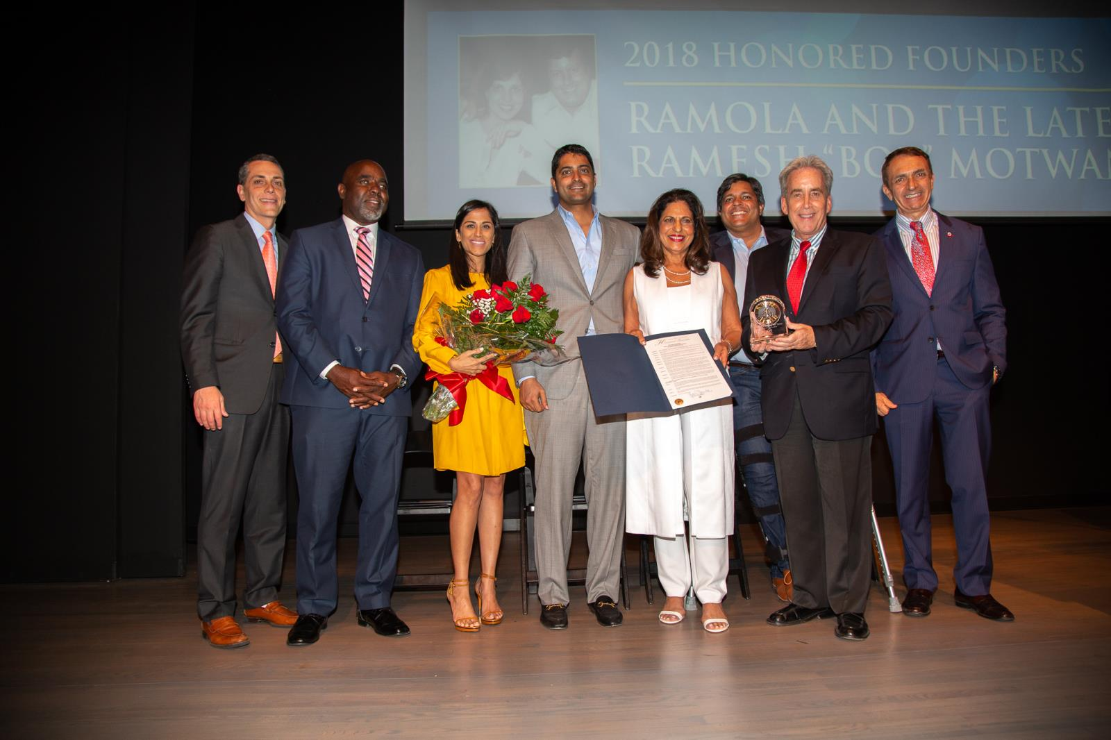 Mayor and Commissioners with 2018 Honored Founder Ramola Motwani, her sons Nitin and Dev, and daughter-in-law Anshu