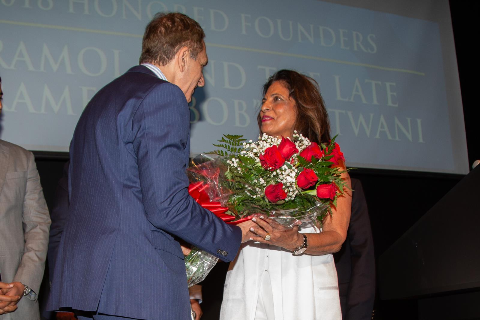 Mayor Dean Trantalis recognizes 2018 Honored Founder Ramola Motwani