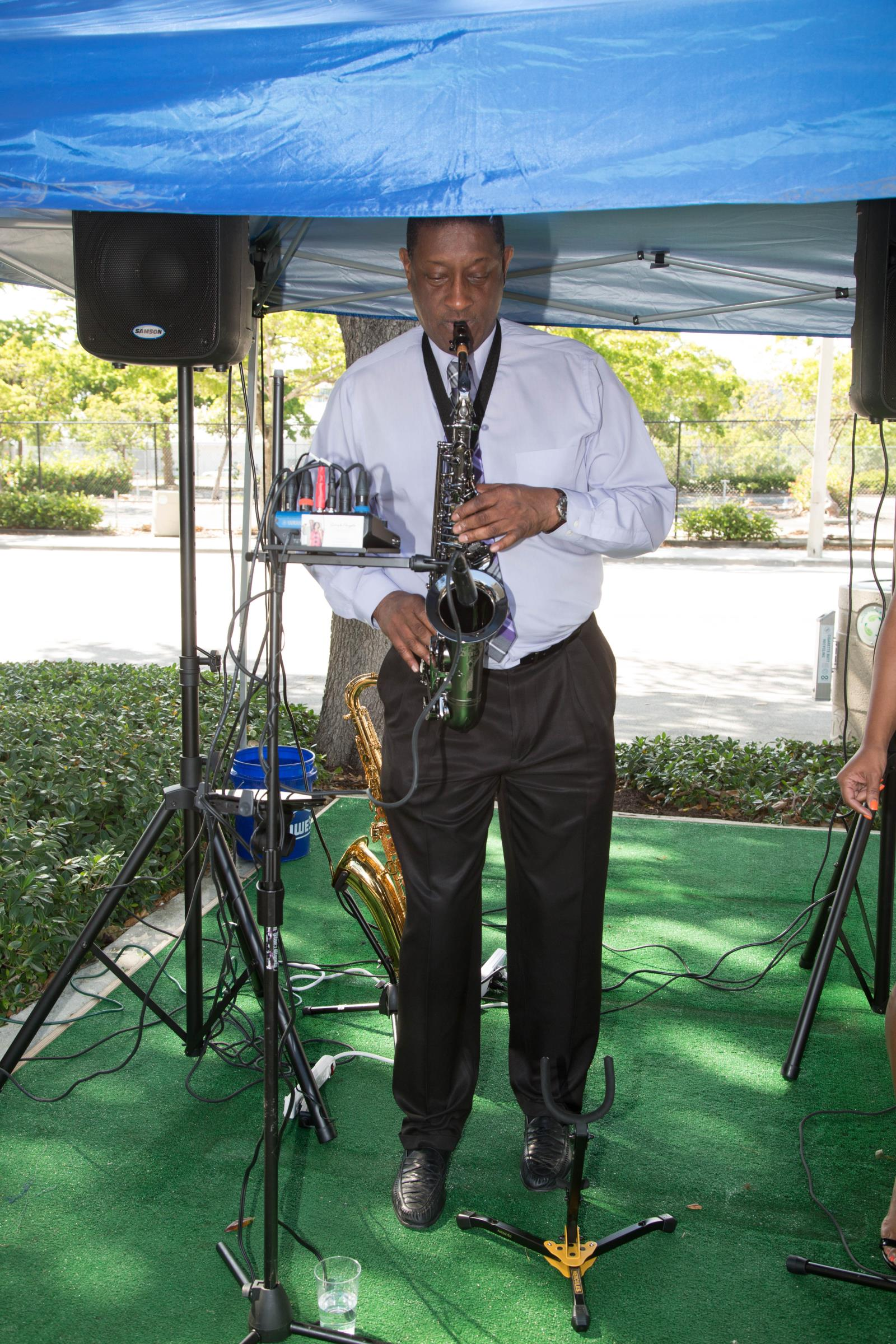 Smooth jazz on the saxophone by Gary Palmer